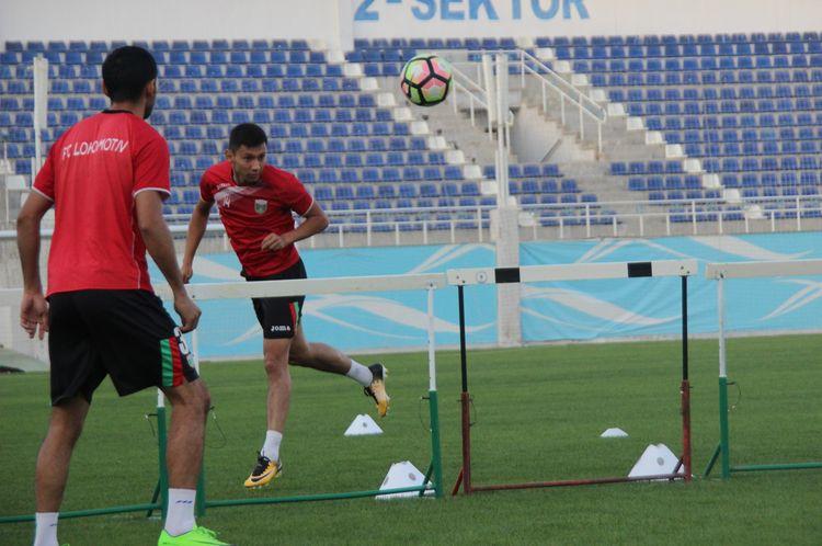 FC Lokomotiv Tashkent training 35464576