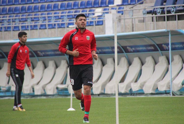 Islom Tukhtakhujaev FC Lokomotiv Tashkent 20Nr