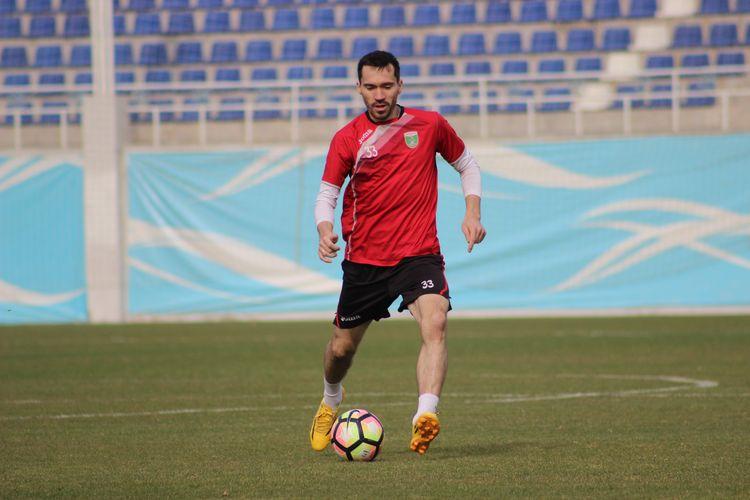 Oleg Zoteev FC Lokomotiv Tashkent football uzbek club